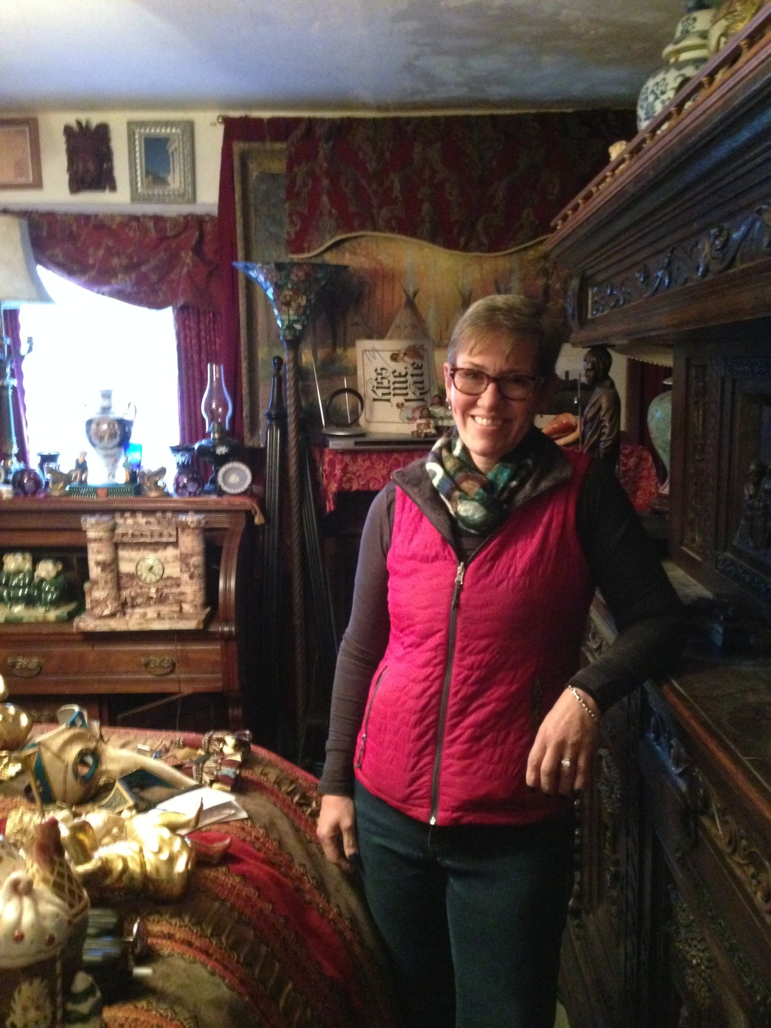 Special Guest: Robin Caton Antique Dealer Talks About Running an Estate Sale in a Hoarder's House