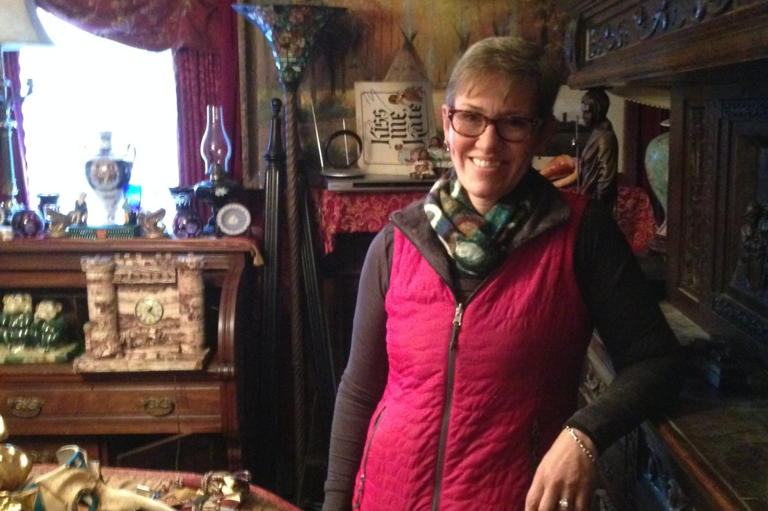 Special Guest: Robin Caton Antique Dealer Talks About Running an Estate Sale in a Hoarder'sHouse